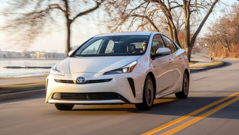 2020 Toyota Prius gets standard Apple CarPlay, more safety features