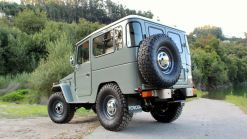 Legacy Overland's 1977 Toyota Land Cruiser FJ40 Has Original Looks And Modern Equipment
