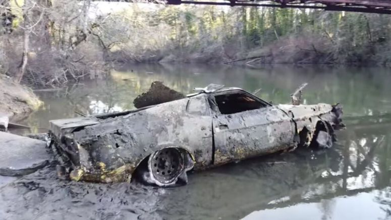 Divers pull a 1973 Ford Mustang Mach 1, Mazda RX-7 from Oregon river