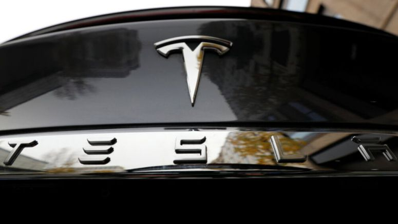 Tesla signs three-year deal with Panasonic on electric car batteries