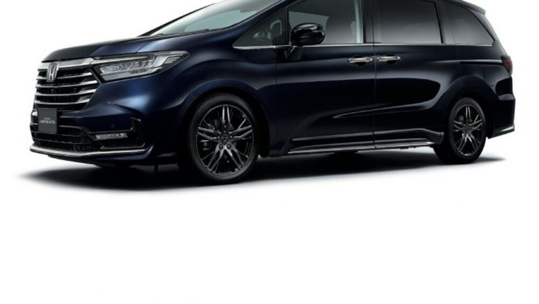 Japanese Honda Odyssey has gesture control doors and reservation locks