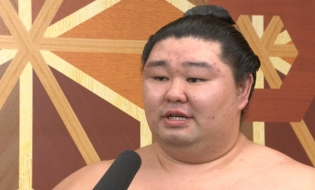 Shodai wins first sumo tournament title
